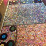 Sonia estime qu'elle a dépensé 2 500 £ pour son projet de rêve et que l'élément le plus cher était l'achat de 5 000 boutons de fleurs miniatures qui composent une partie du sol