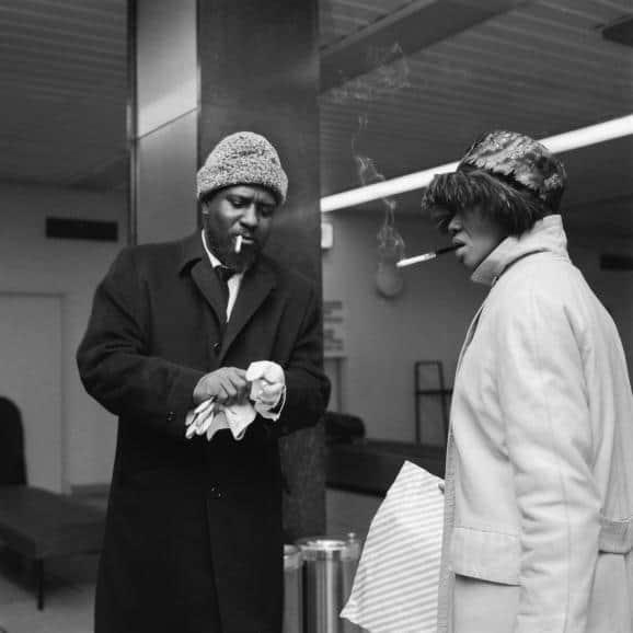 Thelonious Monk et son épouse Nelly, à l'aéroport d'Orly